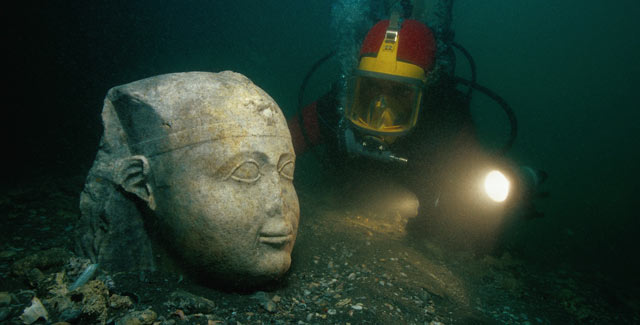 Diver with a portrait of a Pharaoh, Quartzite, 25th dynasty (712-664 BC).